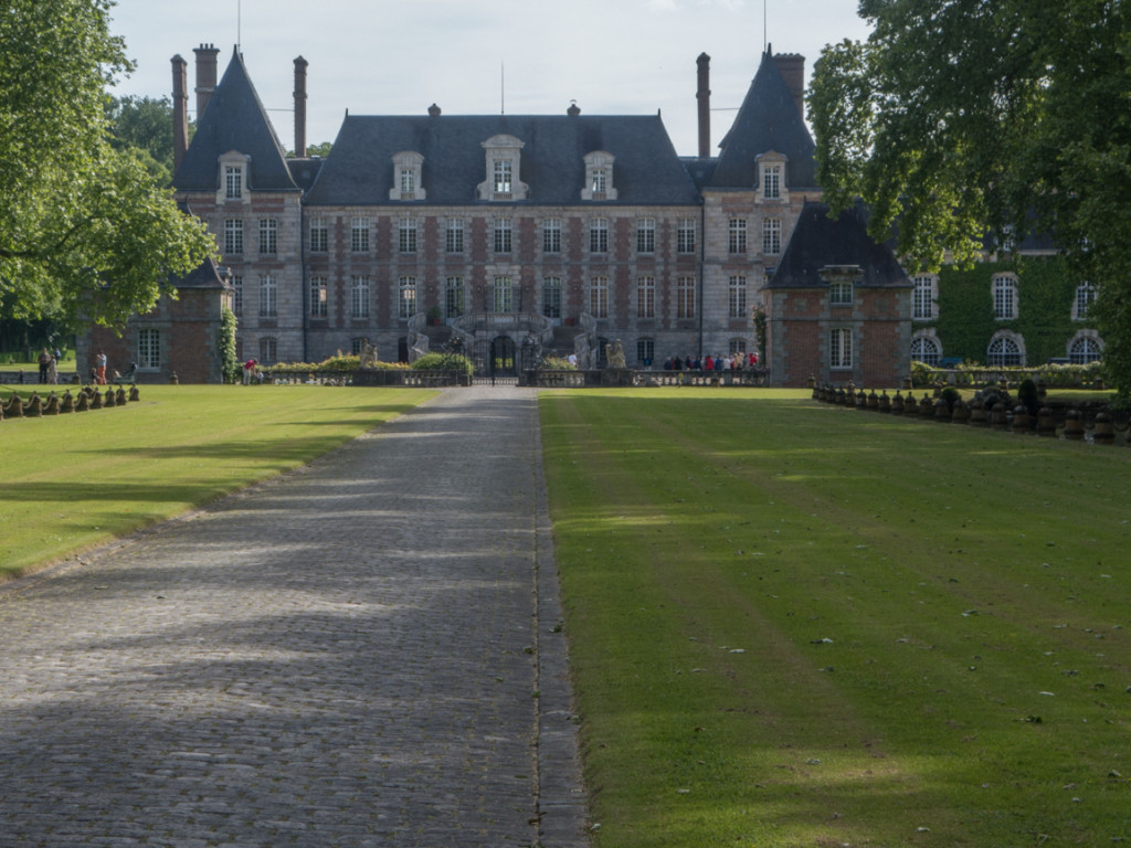 View as you approach the front of Courances château.